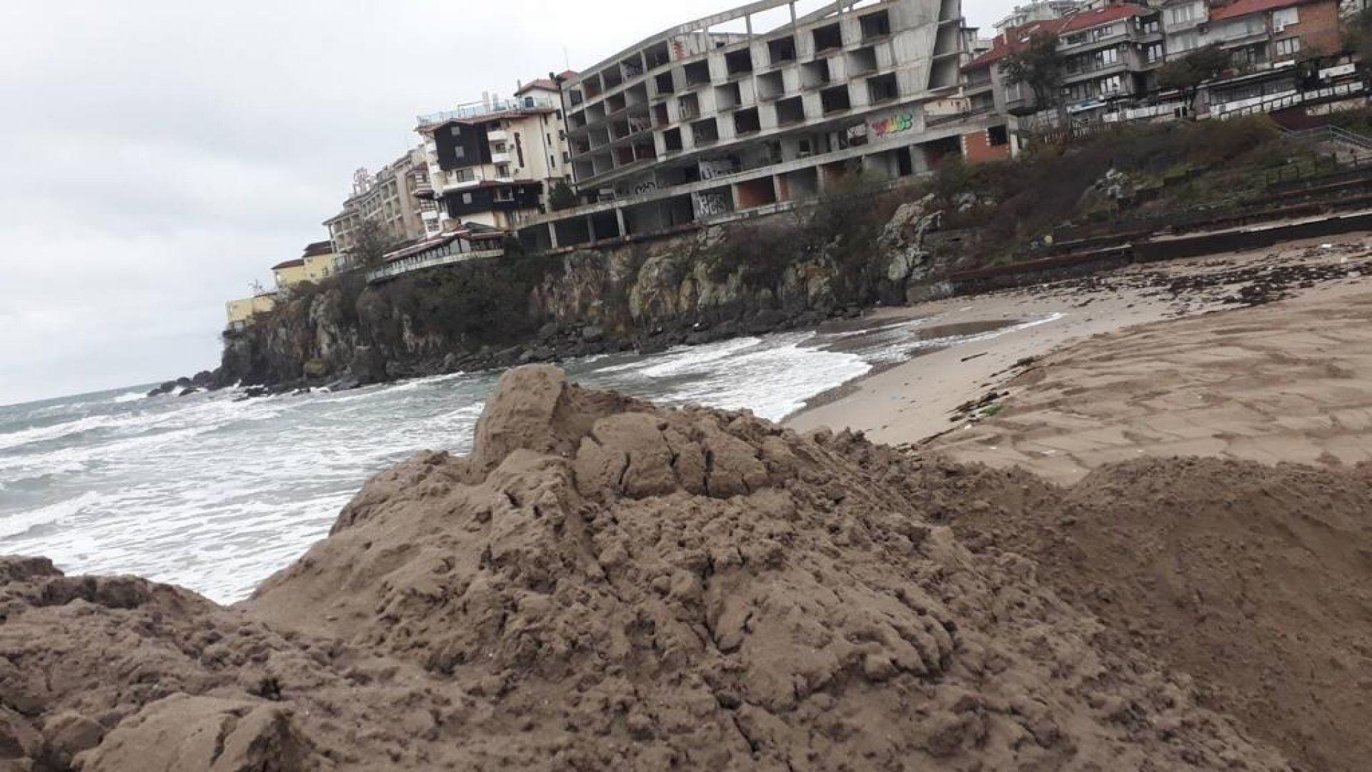 Почти премахната е дигата на Централния плаж в Созопол