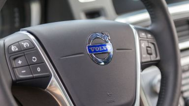"""Волво карс"" и БМВ изтеглят хиляди коли заради риск от пожар в двигателя"