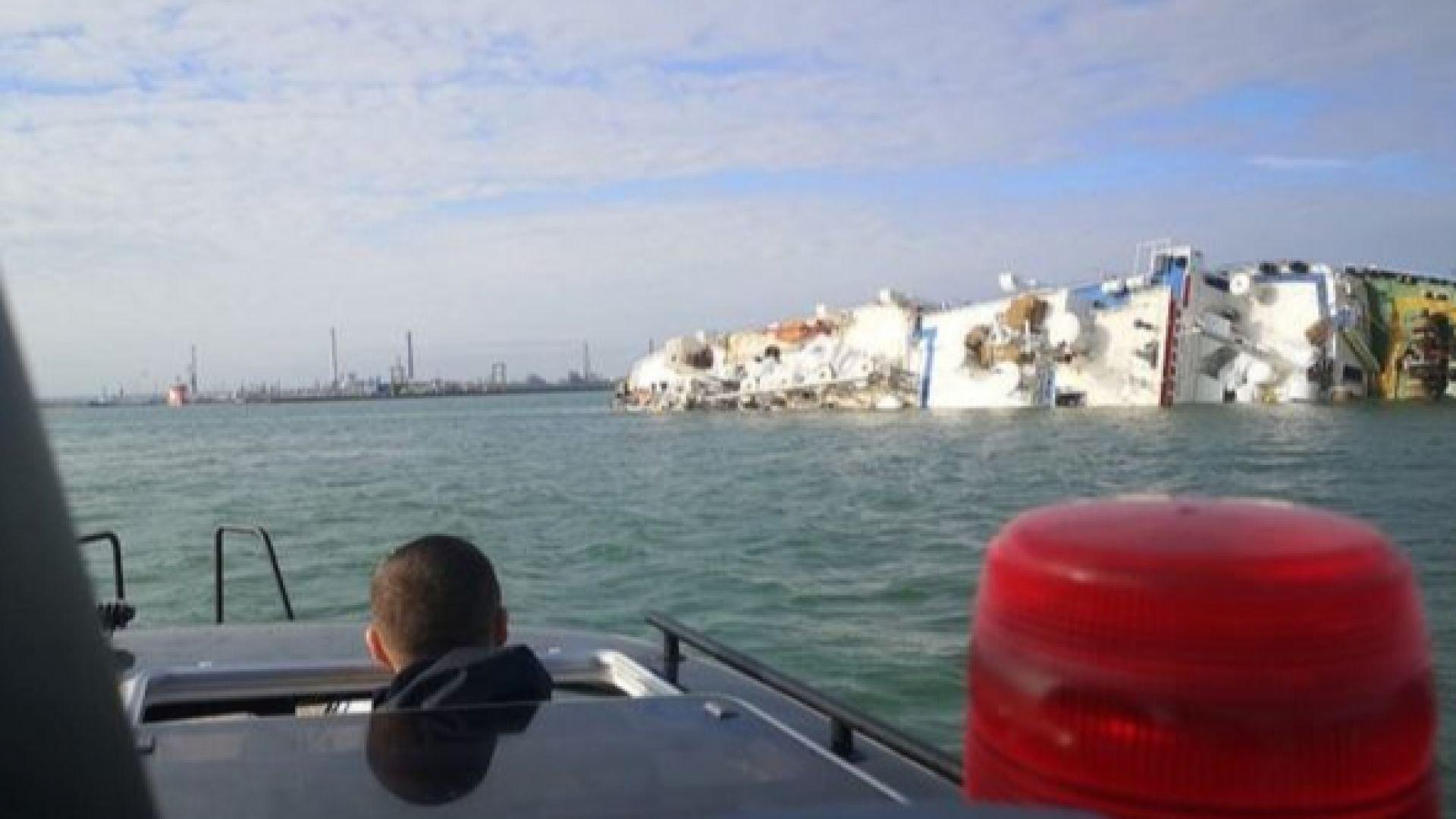 Кораб, превозващ над 14 000 овце, се обърна в румънско пристанище