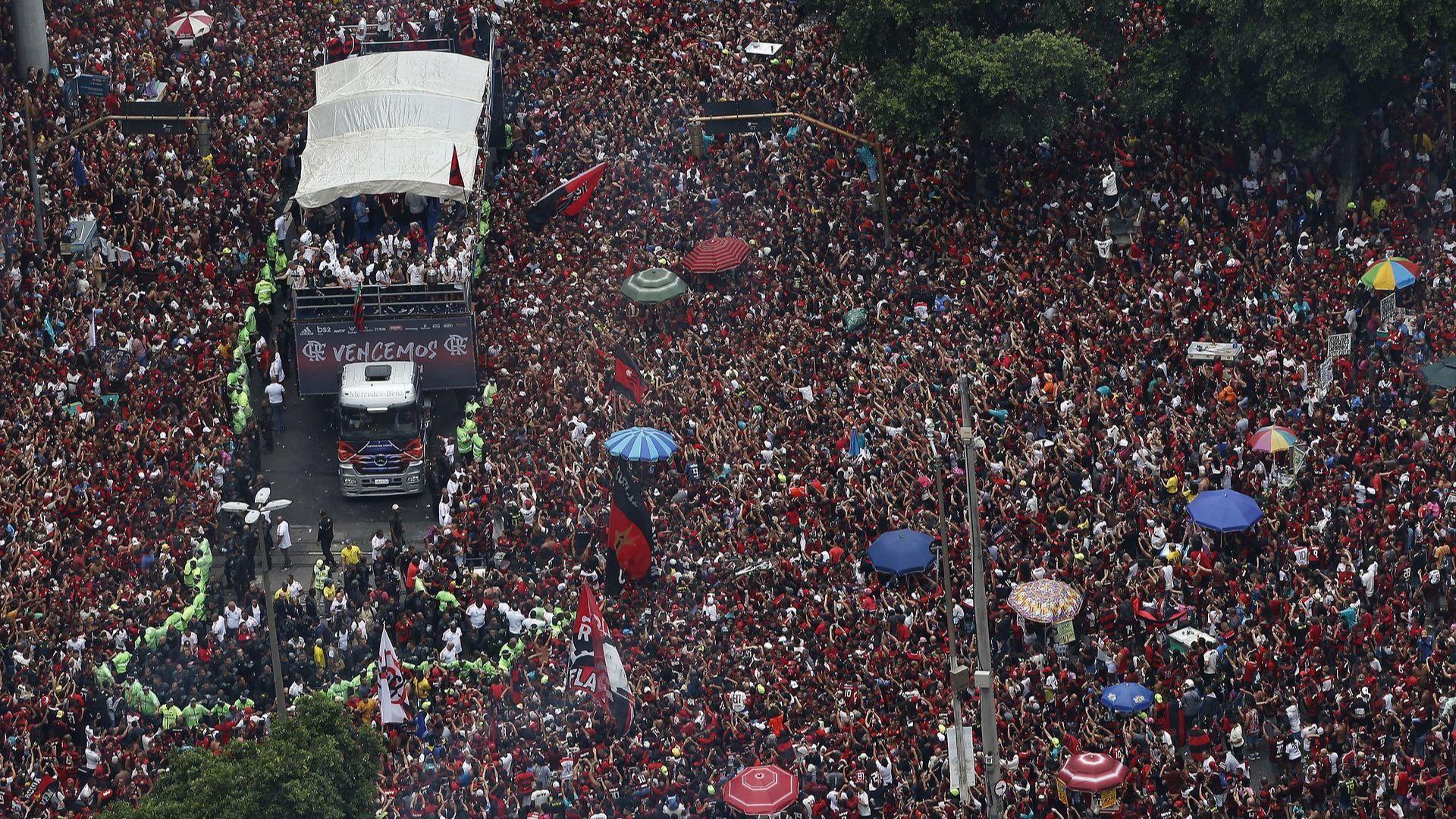 Карнавал в Рио и сблъсъци с 23-ма ранени след дубъла на Фламенго (снимки)