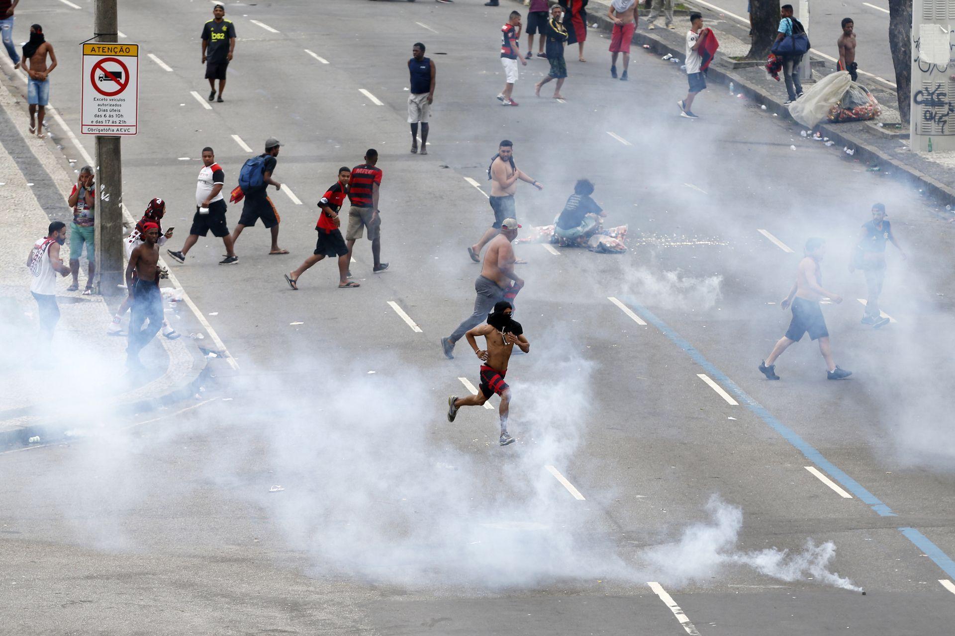 Както често става в Бразилия, карнавалът премина и в сблъсъци с полиция, има и ранени