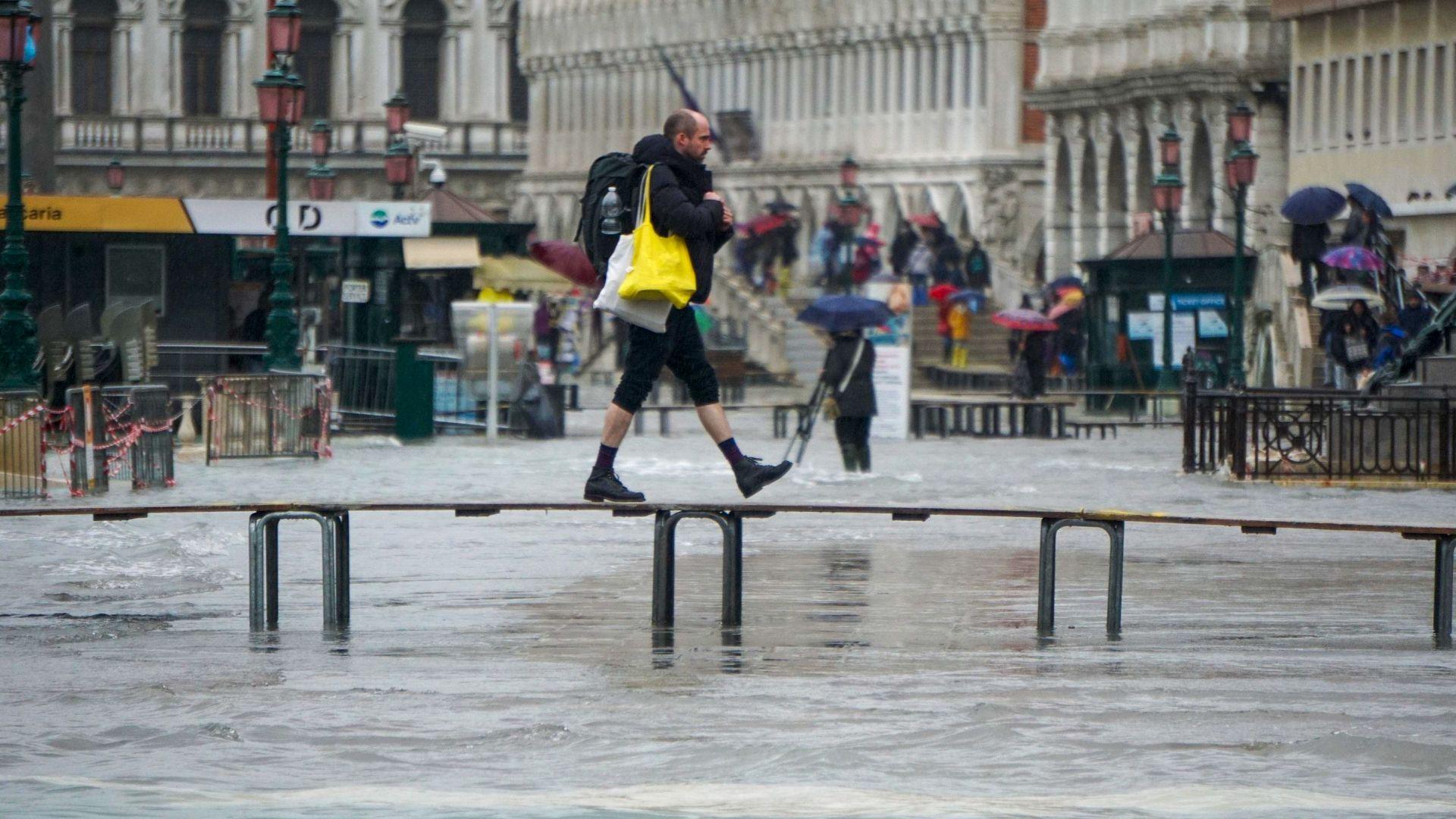 Протест по улиците на Венеция срещу бездействието на властите пред серията от наводнения