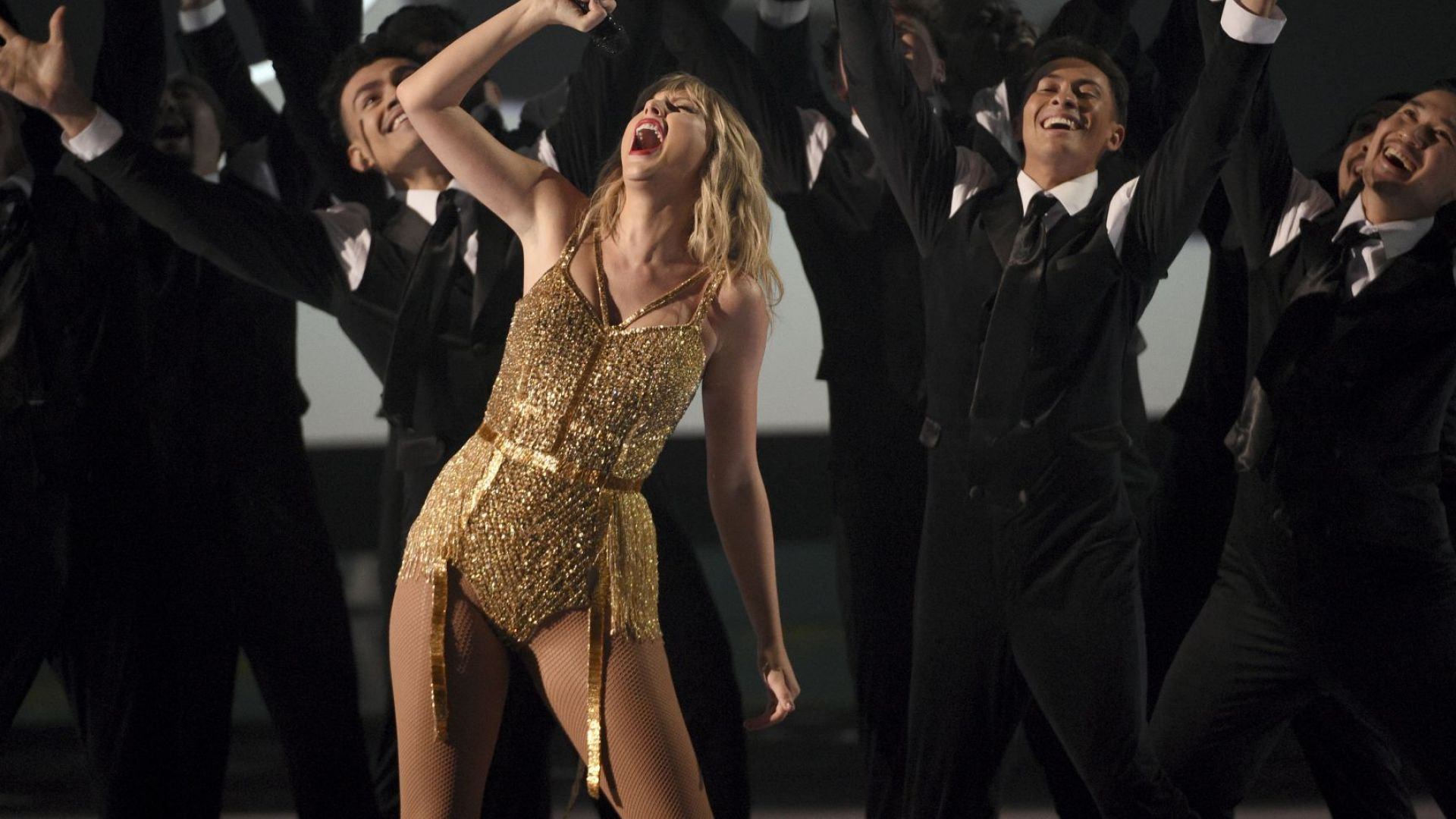 Тейлър Суифт счупи рекорд на Майкъл Джексън на Американските музикални награди