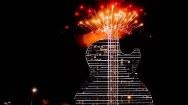 Първият хотел с форма на китара в света е построен във Флорида