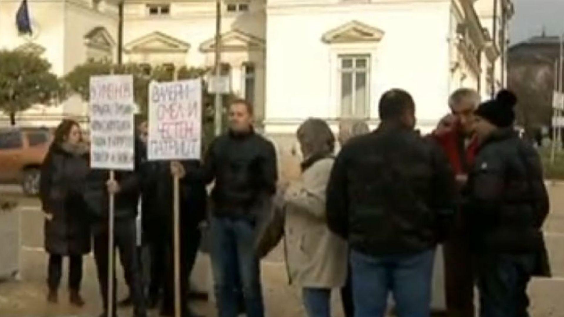 Контрадемонстрация подкрепи Валери Симеонов за зам.-председател на НС