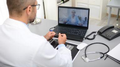 Какво може да направи телемедицината за възрастните ни родители