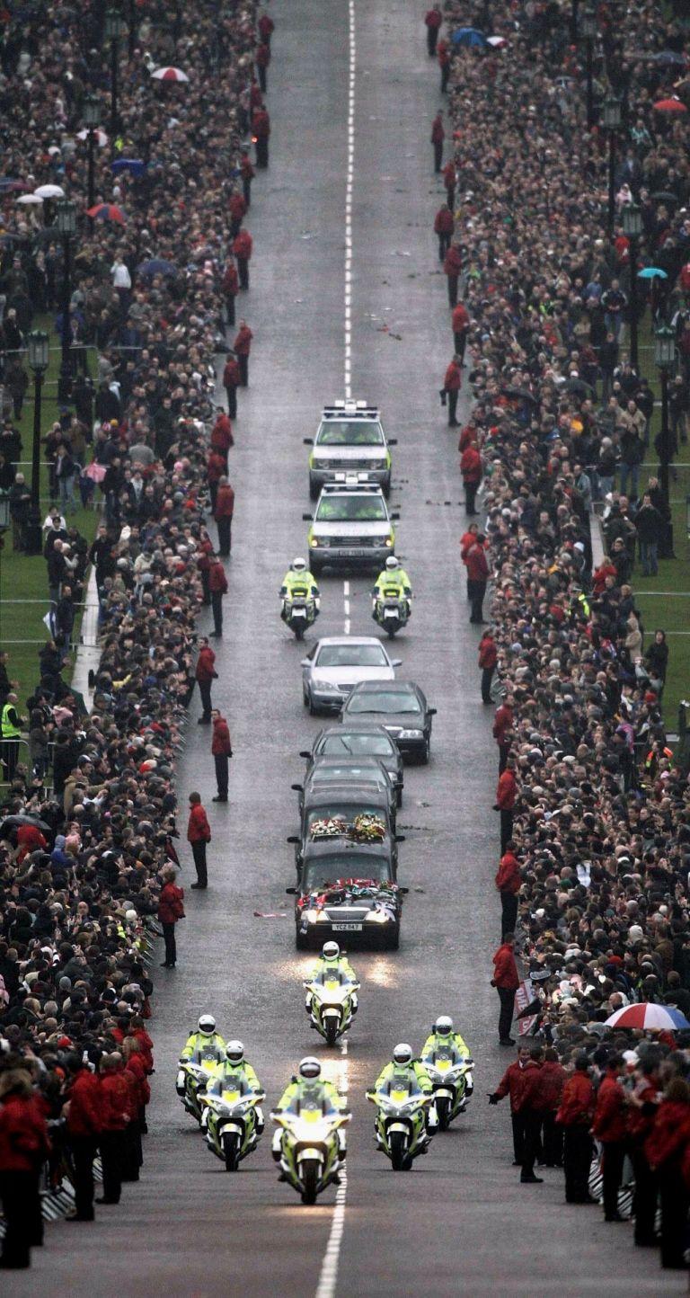 Погребението на Бест през 2005 г.