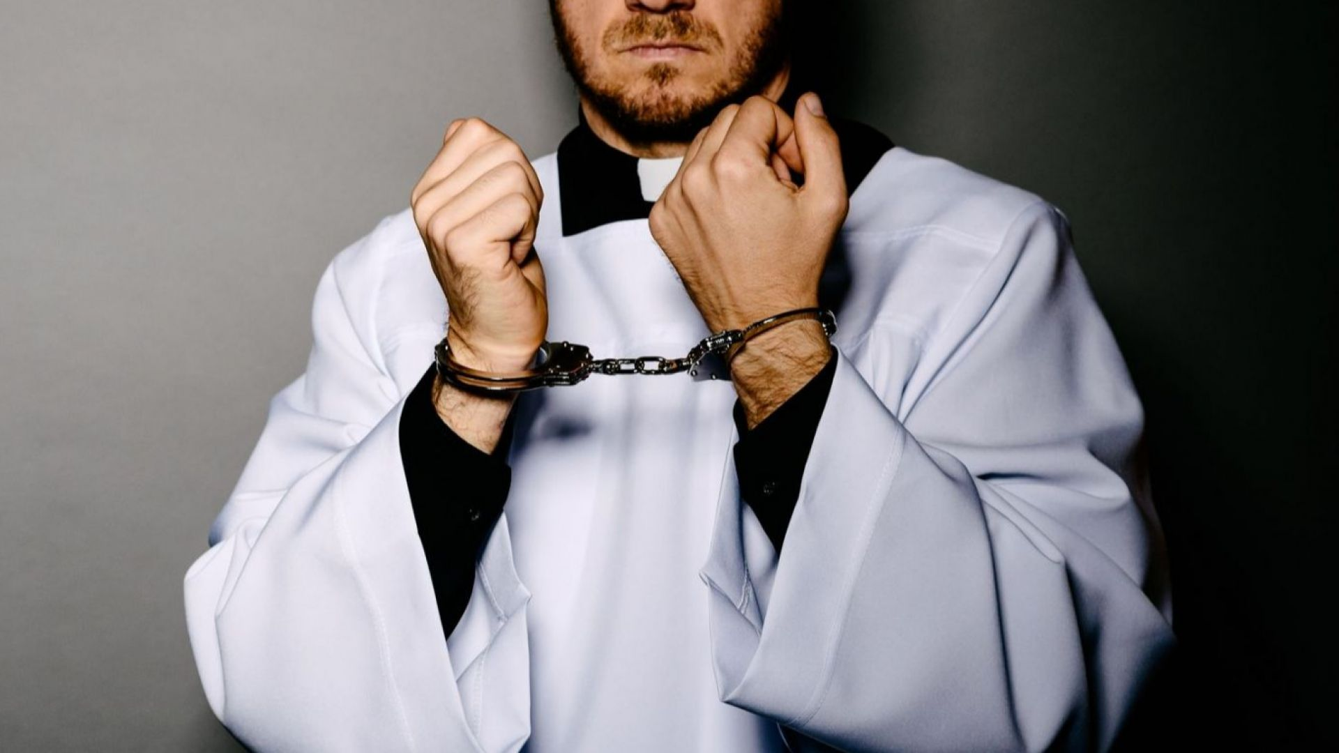87 г. затвор за двама католически свещеници-педофили