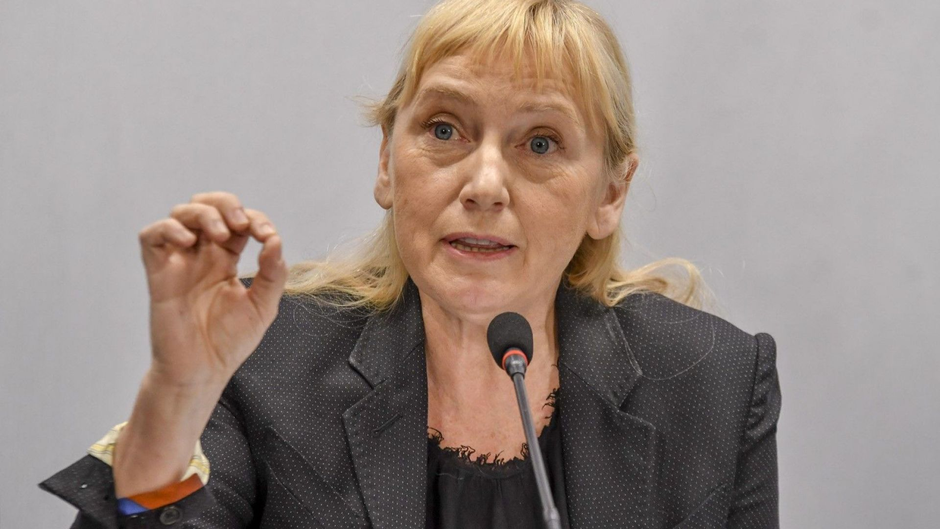 Йончева за Нинова: Да не подкрепиш най-одобрявания президент, значи договорка с Борисов