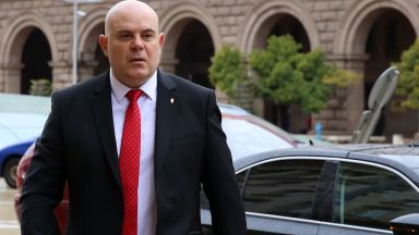 Гешев: Прокуратурата бе подложена на безпрецедентен партизански натиск от президента