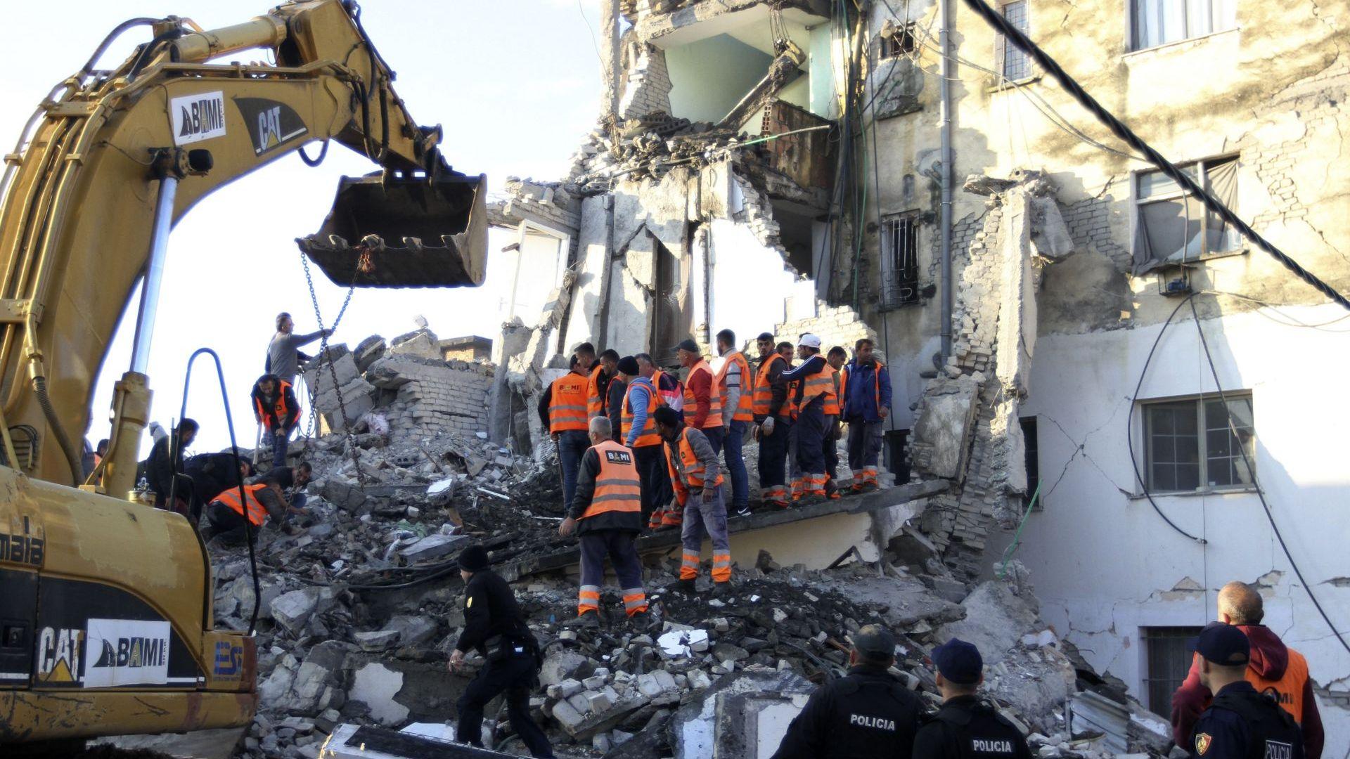 Проф. Ботев пред Dir.bg: Безконтролното строителство е причина за жертвите в Албания