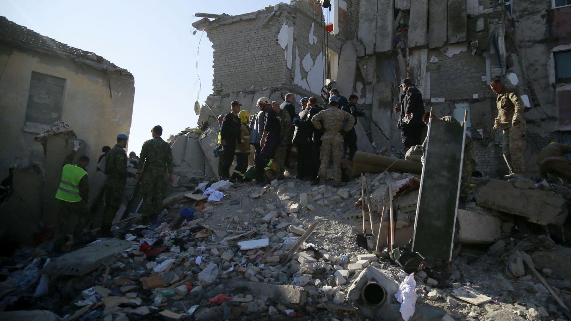 Загиналите в Албания са вече 14, България отделя 200 000 лeва, за да помогне (видео)