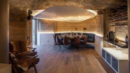 Модерно архитектурно пространство под земята, разположено на 70 кв. м