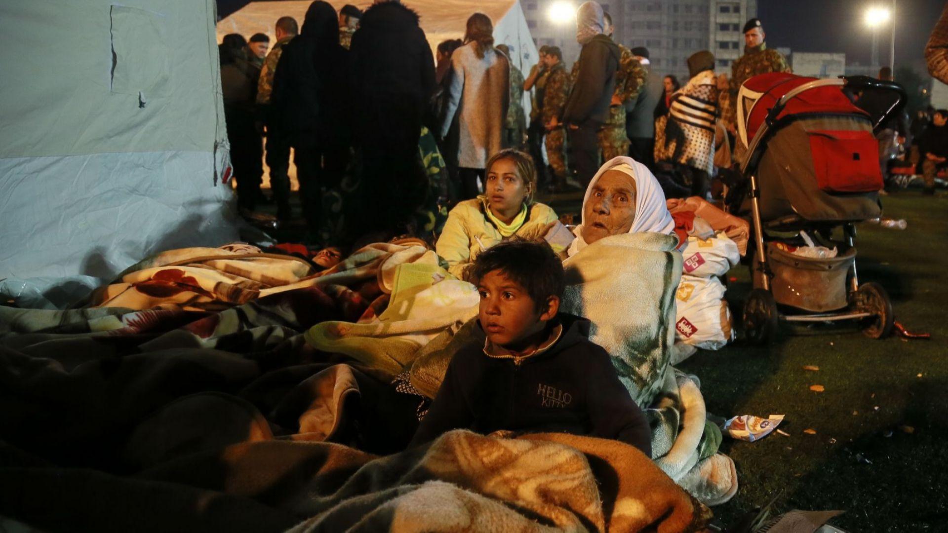 24 са вече загиналите при труса в Албания, стотици прекараха нощта в палатки (снимки, видео)