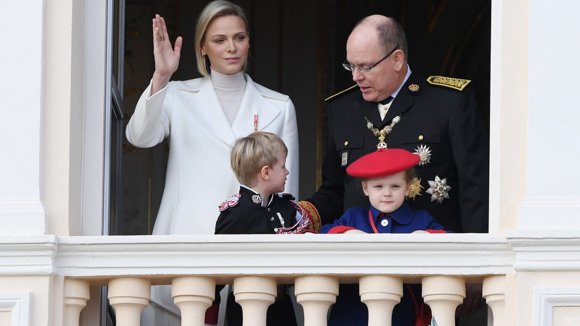 Принцесата на Монако е приета в болница след припадък