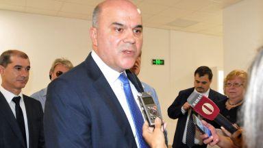 Социалният министър увери, че няма да има ощетени при изплащането на болничните