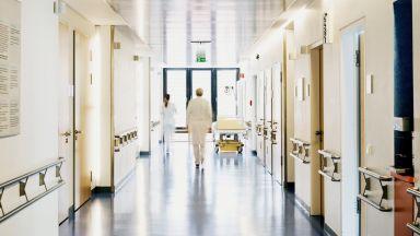 Детската болница спира приема на спешни случаи поради кадрови проблеми