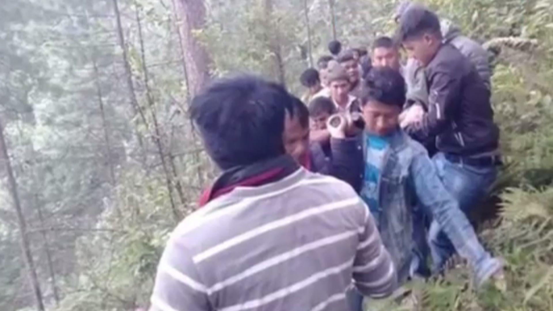 Автобус падна в клисура в Непал, поне 18 са жертвите, сред тях и 2 бебета
