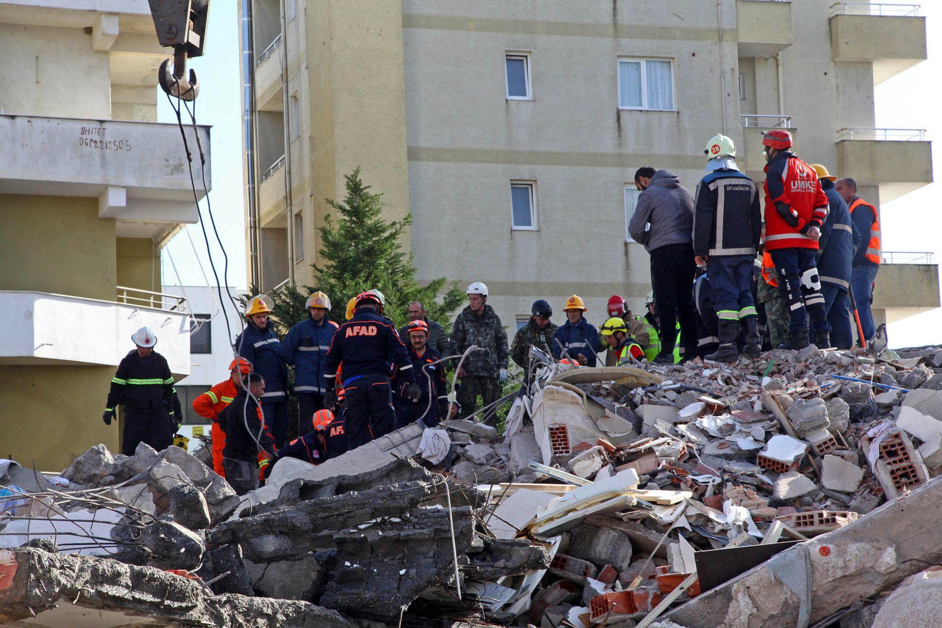 В Дуръс след голямото земетресение