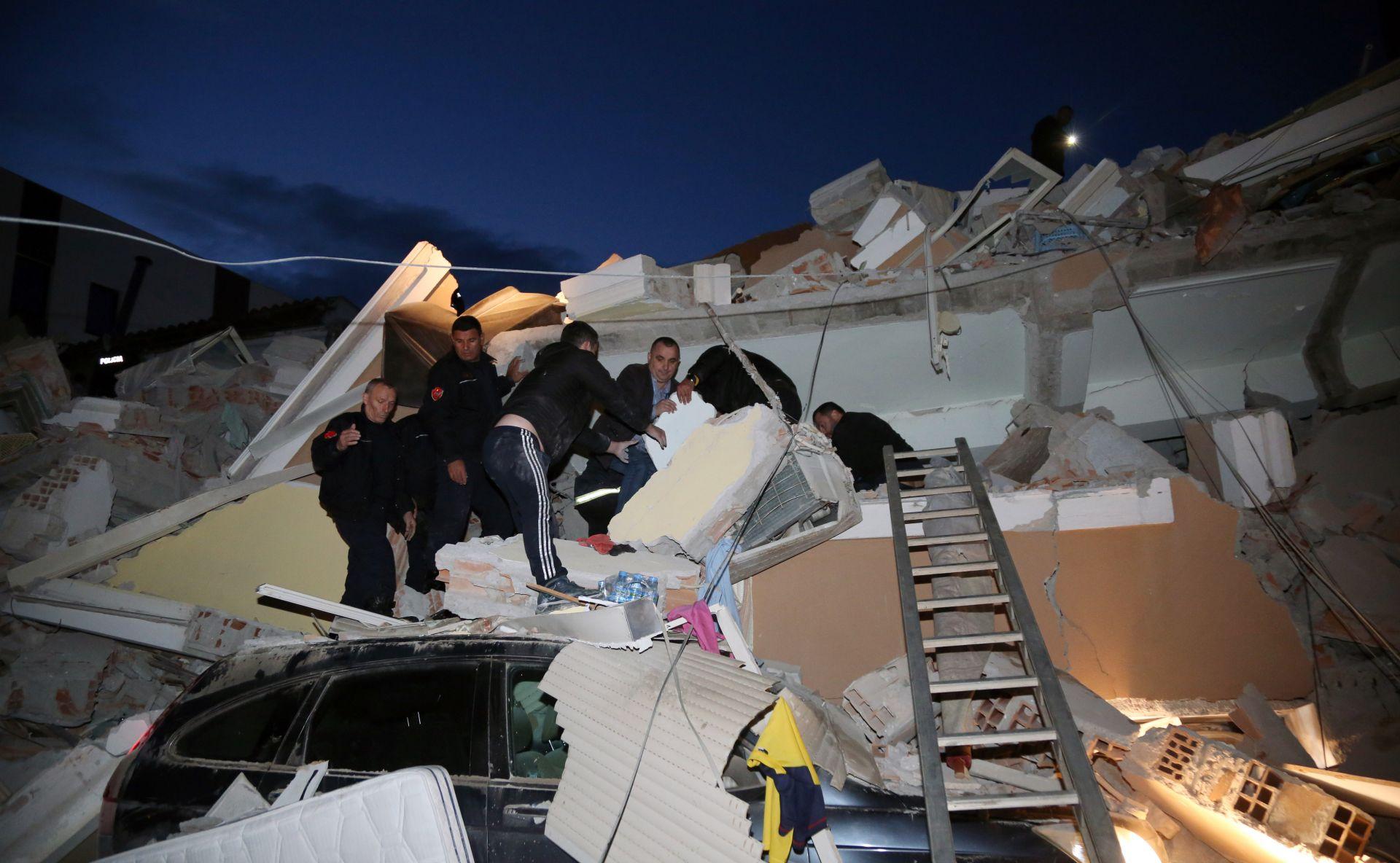 Около 150 души са ранени при труса. Няколко сгради рухнаха, а под руините има затрупани граждани. По данни на американския Геофизичен институт магнитудът на труса е бил 6,4.