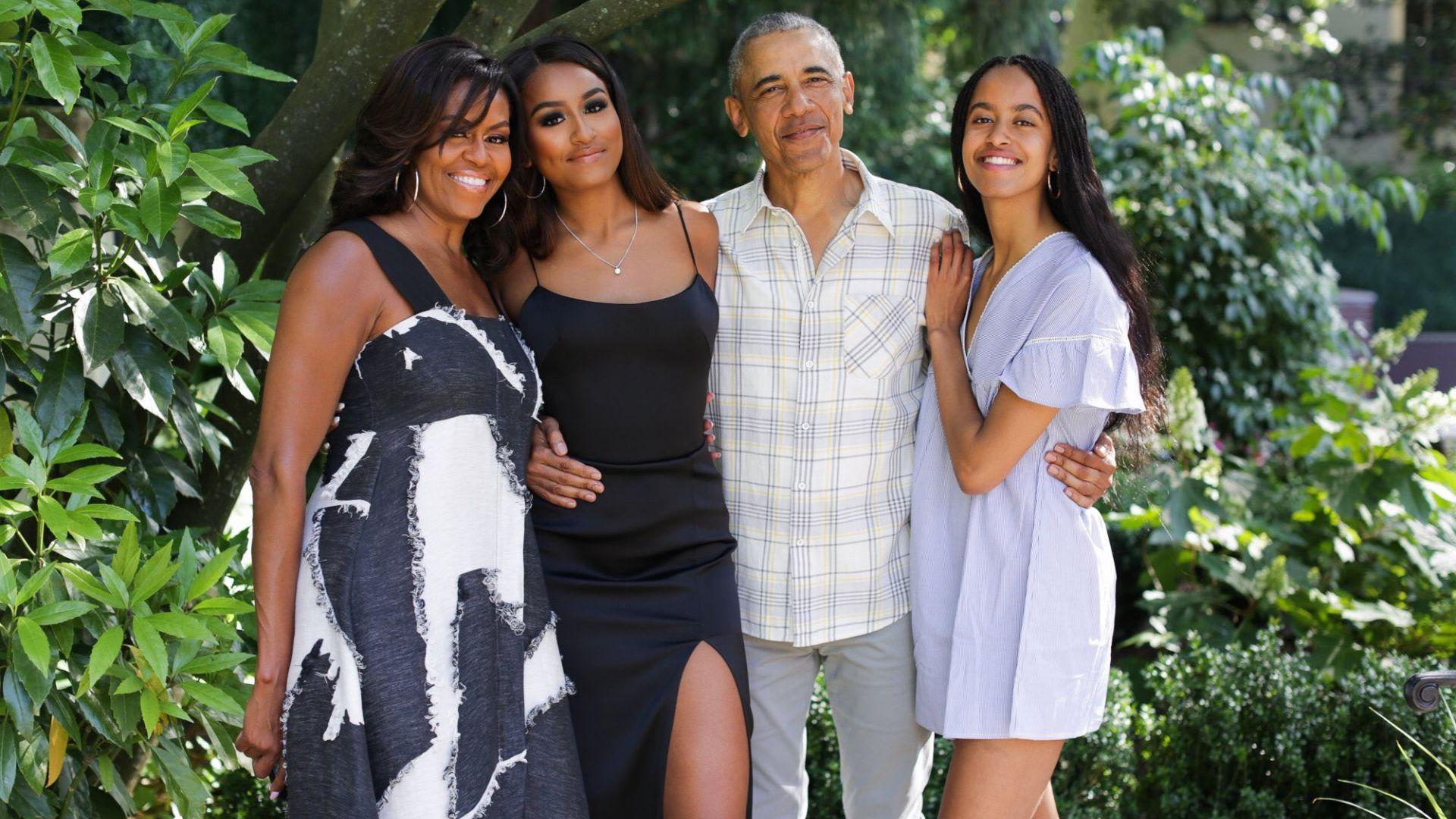 Обама със семейна снимка за Деня на благодарността
