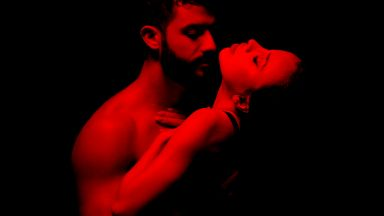 """История от личния свят на Искрата в новата му песен """"Защо целуваш"""""""
