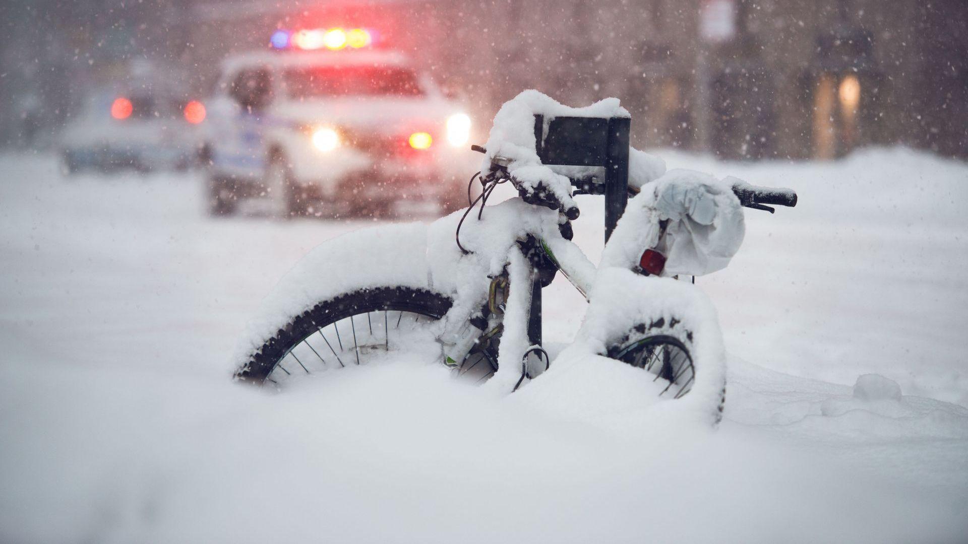 """""""Циклон-бомба"""" носи сняг и виелици в Калифорния за Деня на благодарността"""