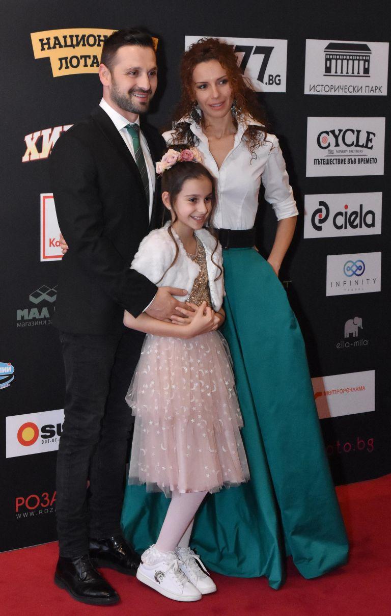 Александър Сано със съпругата си Нели Атанасова и дъщеря им Ава