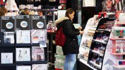 Черният петък - от финансова криза и кошмар за полицията до масово пазаруване