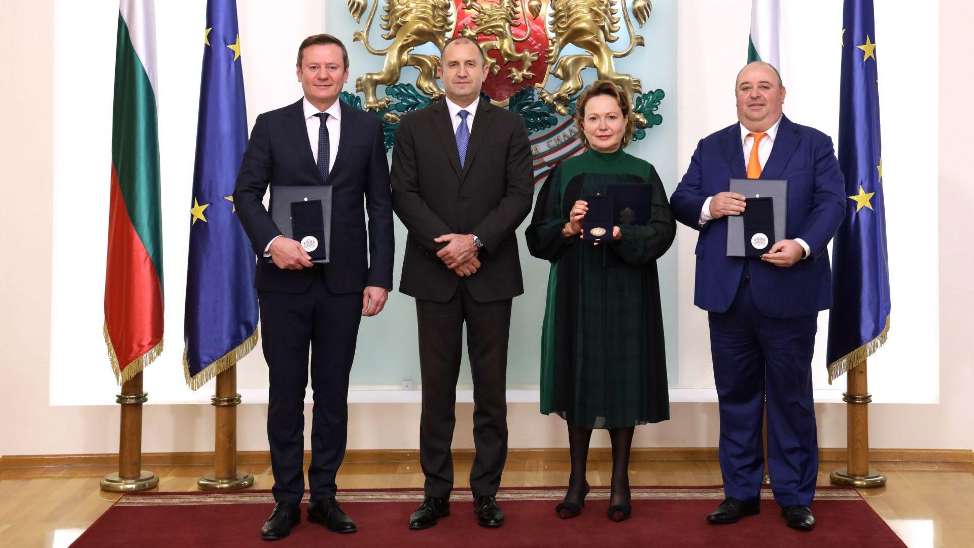 Радев награди с почетния знак на държавния глава Евтим Милошев, Силва Зурлева и Любомир Нейков