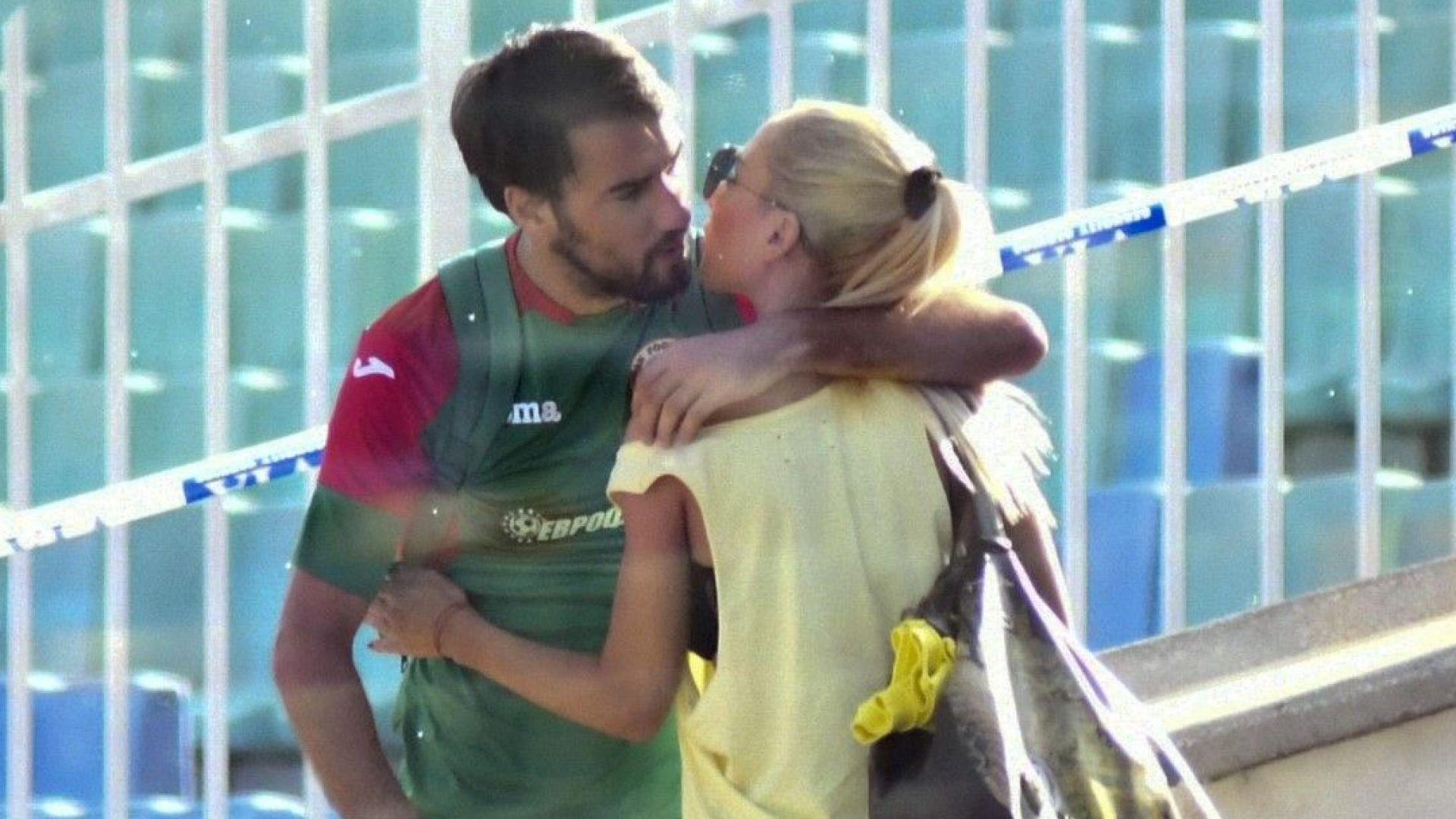 Жената до Ивелин Попов не скри щастието си след махането на Лечков
