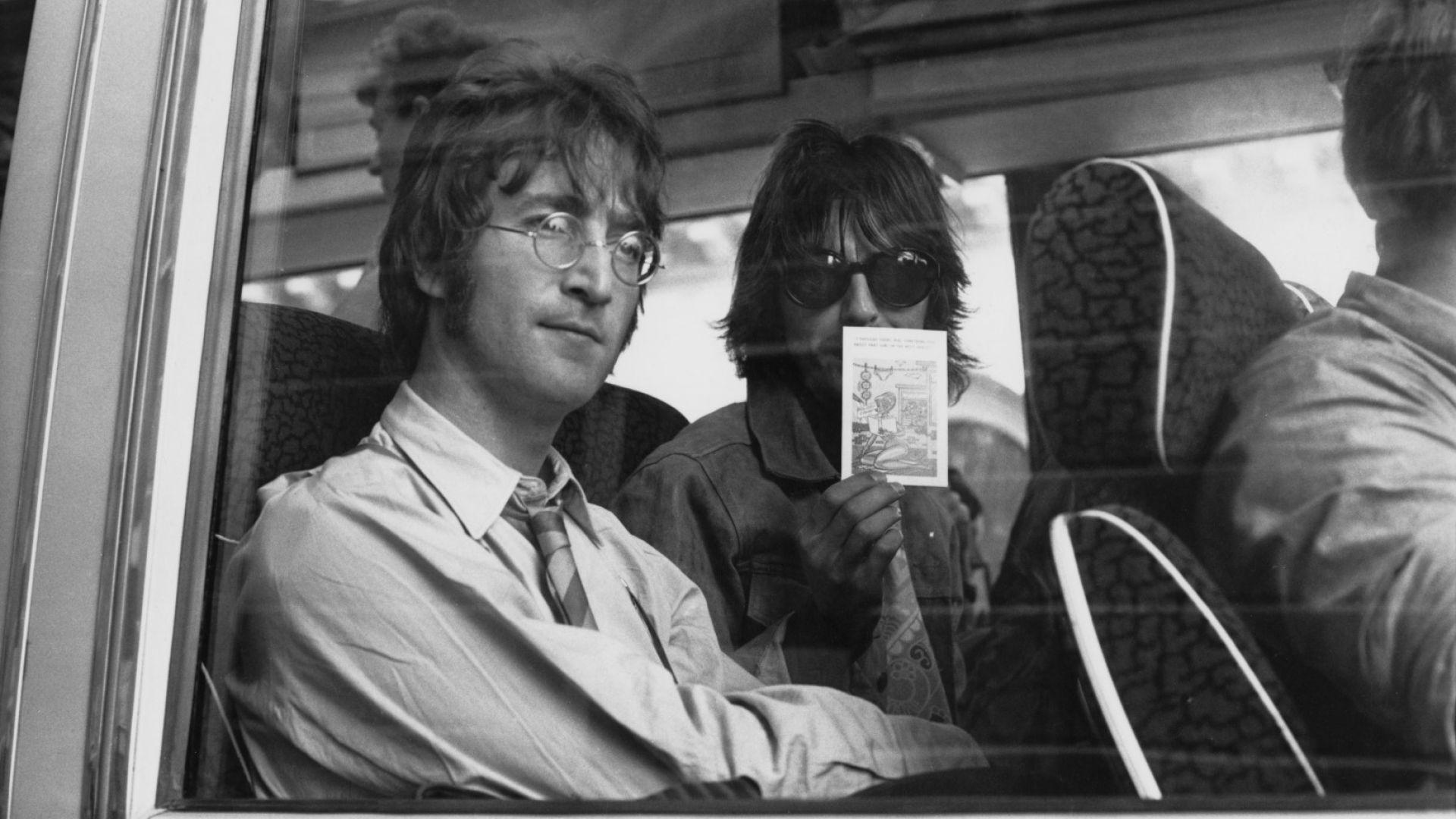 Кръгли слънчеви очила на Джон Ленън отиват на търг
