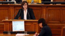 Нинова от трибуната в НС: Нека всеки министър да каже защо не може да работи с Бисер Петков