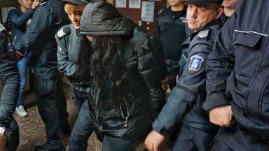 """Върнаха в ареста банковата служителка, обвинена в """"присвояване на 1,3 млн. лева"""
