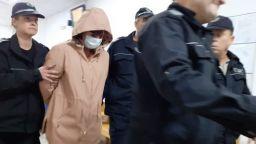Психиатърката, източила 500 000 лв. от НЗОК, скри лицето си с маска