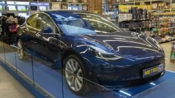 Разберете как да спечелите новата Tesla Model 3 в МЕТРО