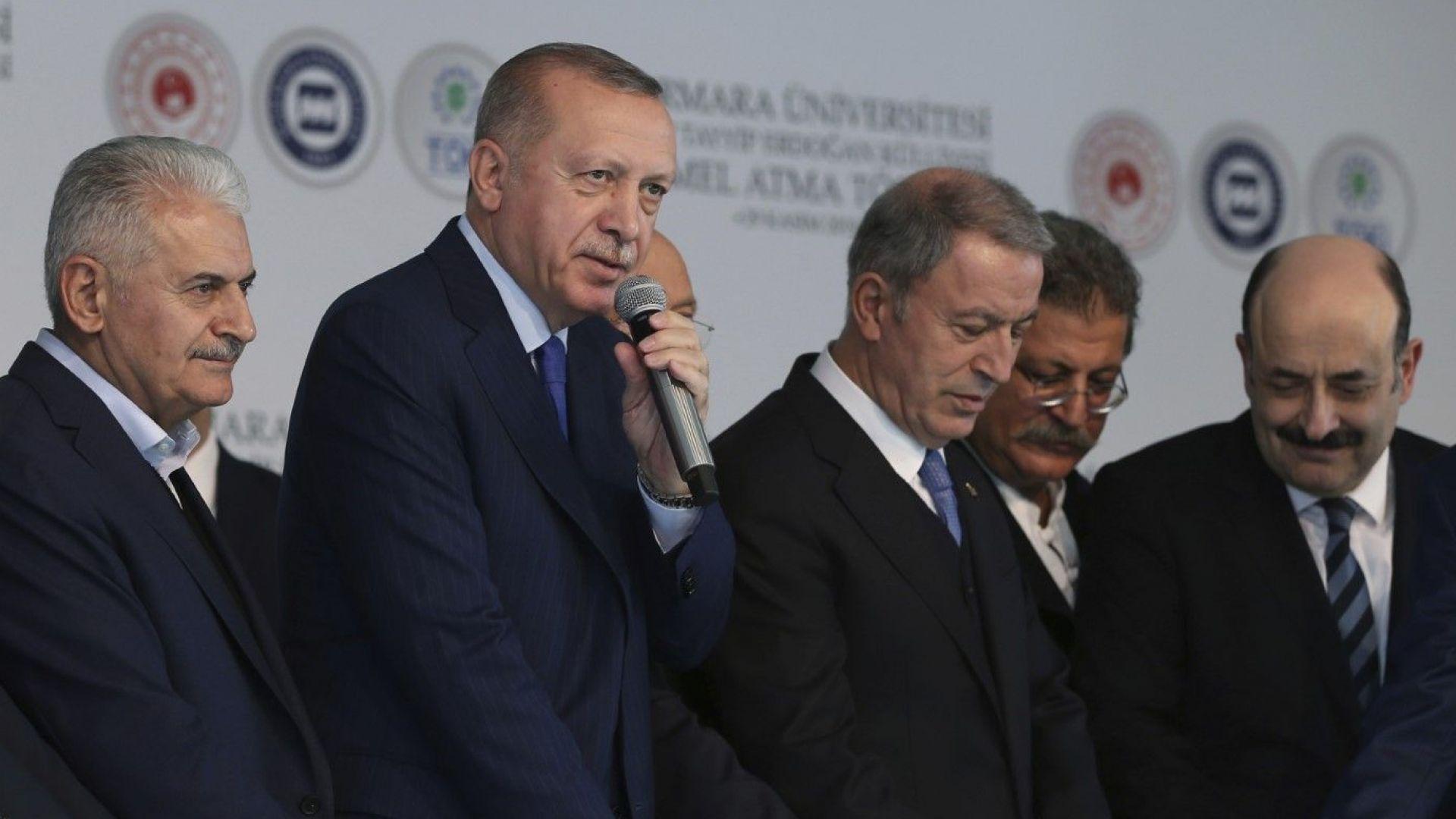 Макрон е в мозъчна смърт, обяви Ердоган и изостри напрежението между Париж и Анкара