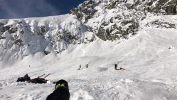 Руски турист оцеля 2 часа затрупан под лавина в Пирин