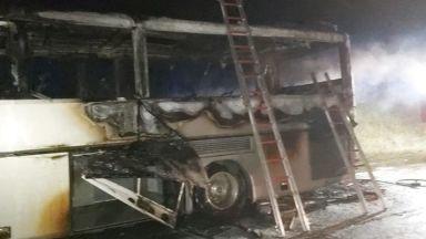 Автобус, пълен с туристи, пламна край Бургас (снимки)
