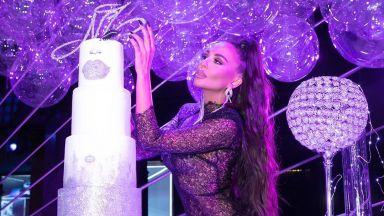 Николета навърши 32 в прозрачна дантелена рокля