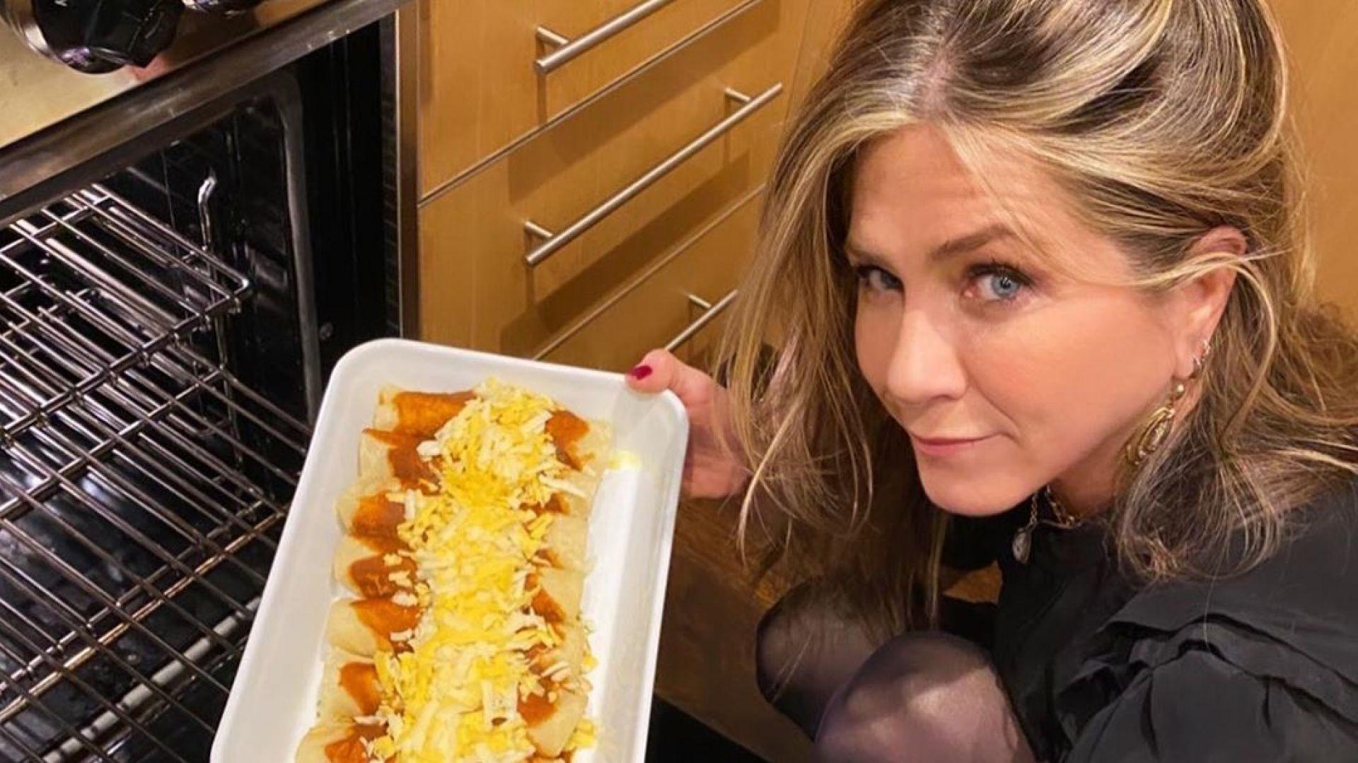 И Рейчъл може да готви! Дженифър Анистън се похвали с енчиладас