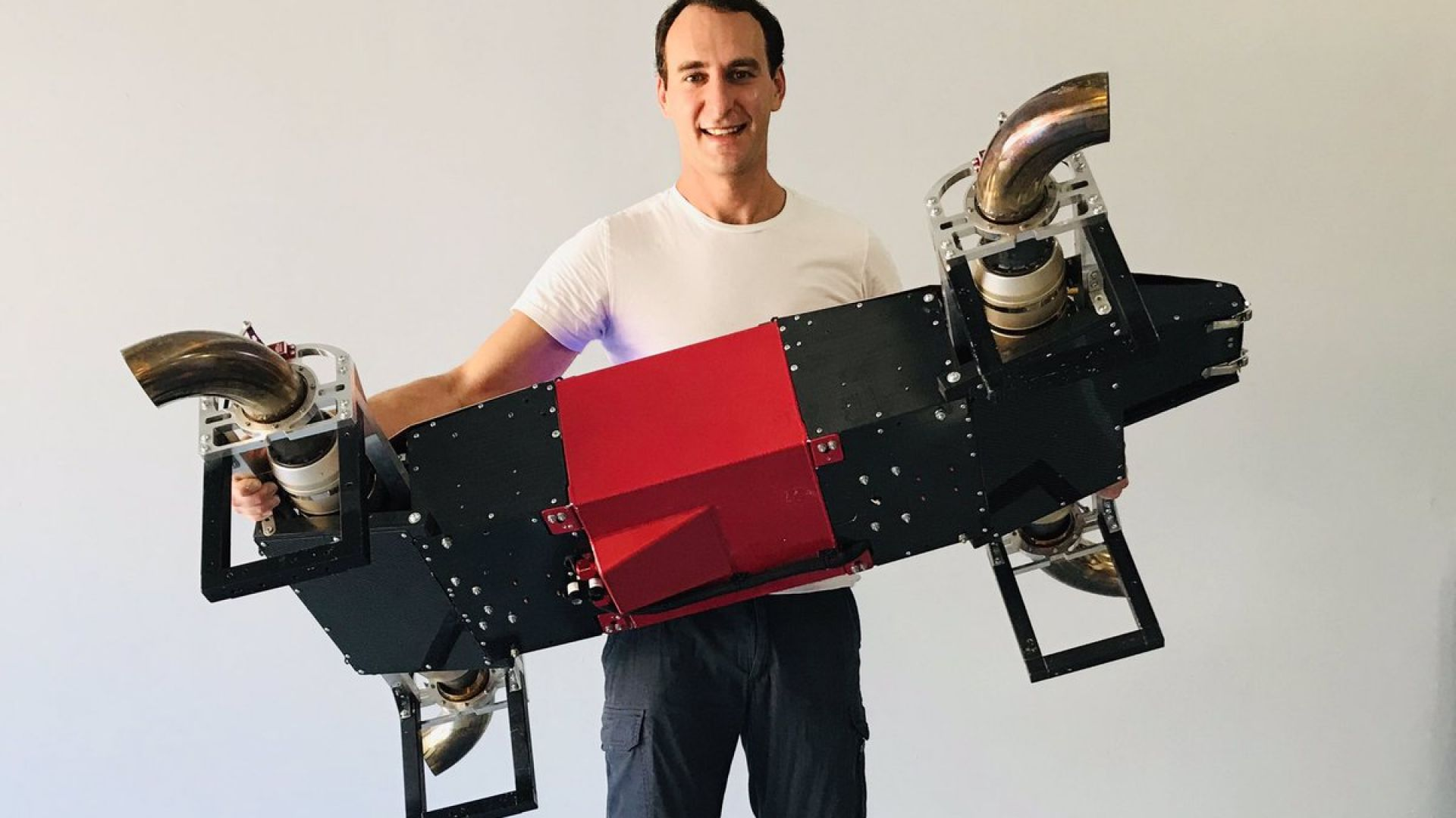 Дизелов дрон вдига почти 500 км/ч
