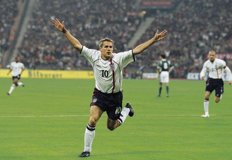 През 2001 г. Майкъл Оуен получи приза след невероятно година с Ливърпул, но и тогава имаше спорове.