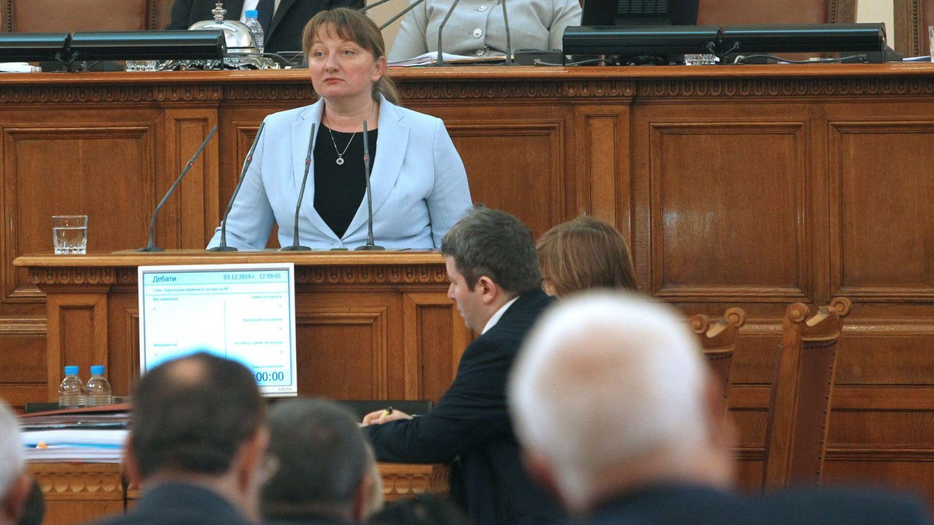 Деница Сачева положи клетва и е новият социален министър