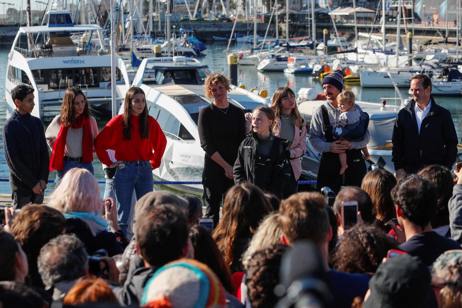 Посрещане на Грета Тунберг, която доплава с яхта от САЩ. Активистката говори пред събралото се множество