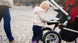 Увеличеното обезщетение за втората година майчинство от 650 лева ще се запази във времето