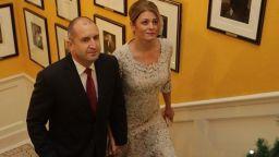 Десислава Радева за трети път с роклята в екрю на дизайнерката Невена Николова