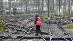 МВнР: Нови стачни действия във Франция застрашават и въздушния транспорт