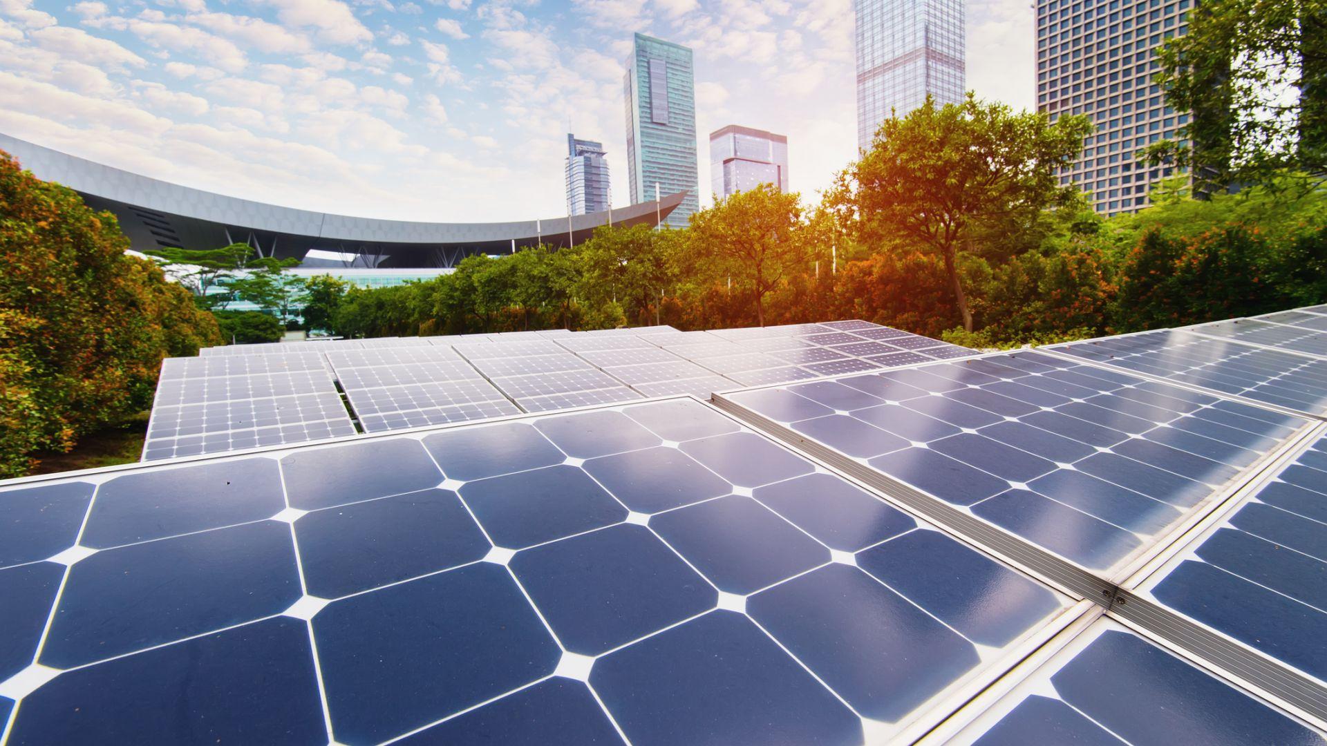 Климатичният парадокс на Китай - лидер и във въглищата, и в чистата енергия