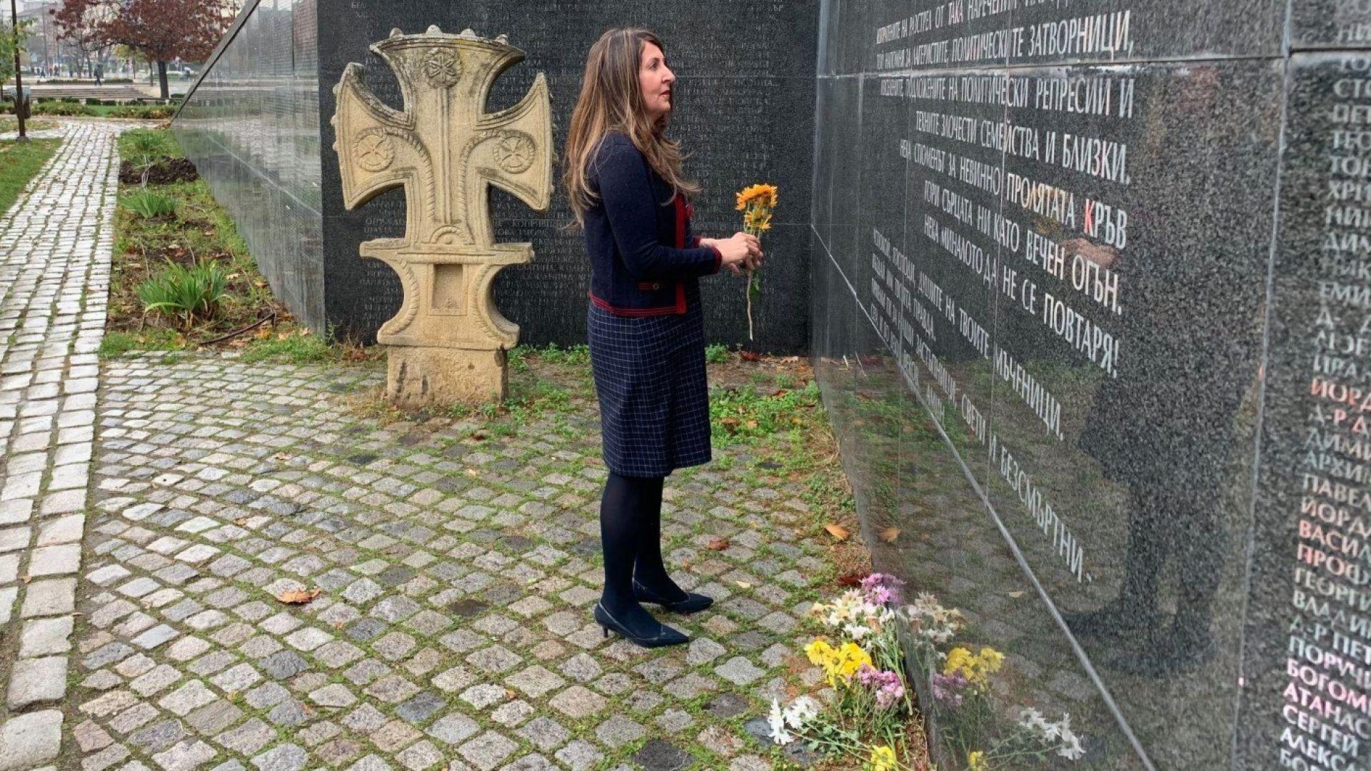 Херо Мустафа почете жертвите на комунизма в София (снимки)